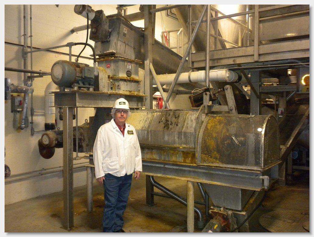 обезвоживании отходов лука измельчителем и прессом Vincent KP-16